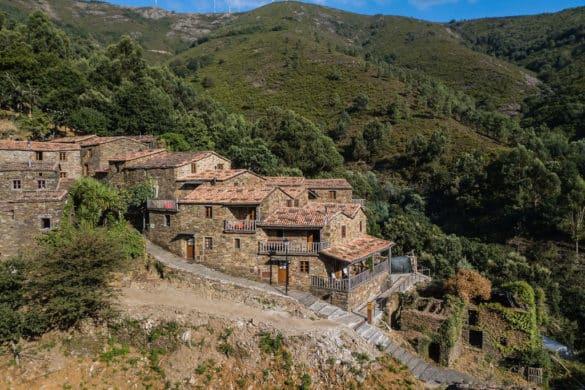 Cerdeira, a aldeia abandonada que renasceu para o turismo e para as artes