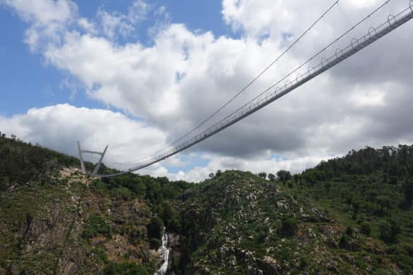 A maior ponte pedonal suspensa do mundo já abriu