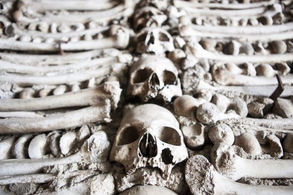 Viagem assustadora pelas capelas de ossos de Portugal